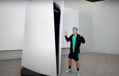 YouTuber Builds 10-Foot Tall, Fully-Functioning PS5