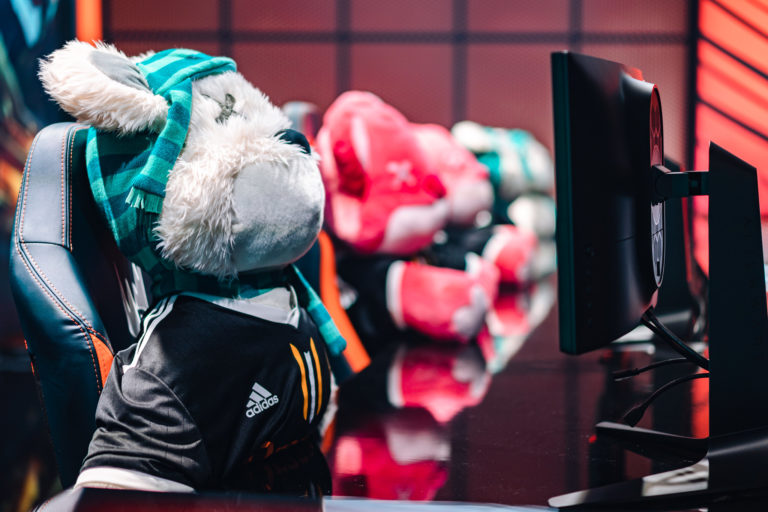 Vitality take down Misfits, ensure LEC playoffs spots for Fnatic and SK Gaming