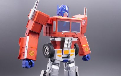The Newest Optimus Prime Figure Can Transform On His Own And It's Awesome!